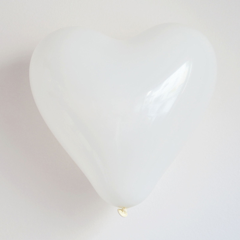 Pack of 10 white heart balloons