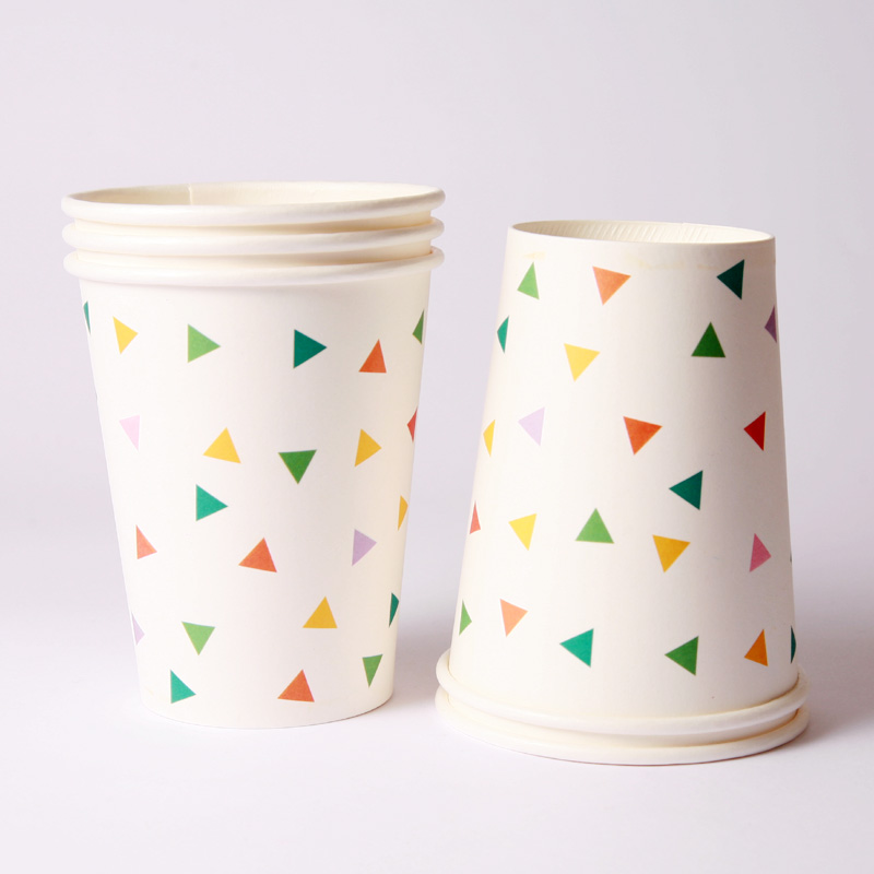 8 multicoloured triangle cups
