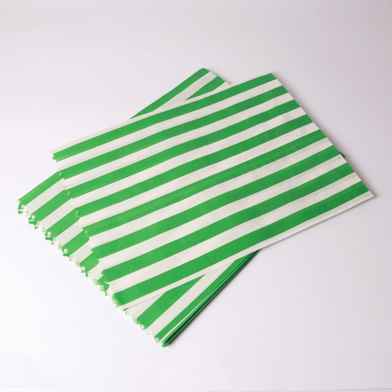 8 green paper striped party bags