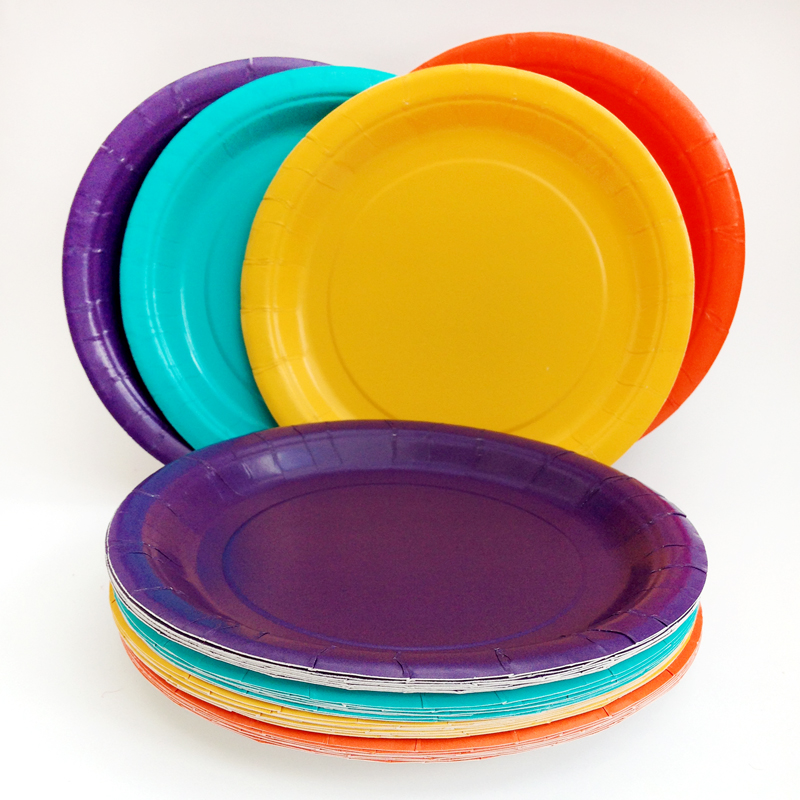 8 paper plates in assorted colours