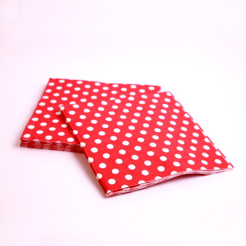 20 red polka dot napkins