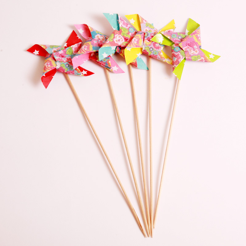 10 paper windmill sticks