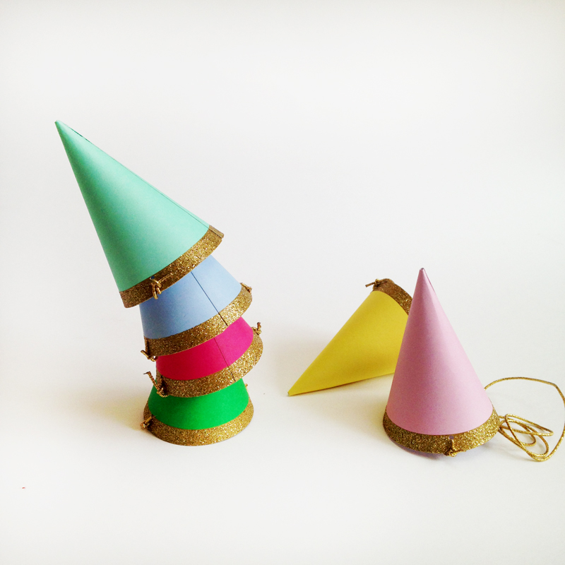 Set of 8 mini Party Hats