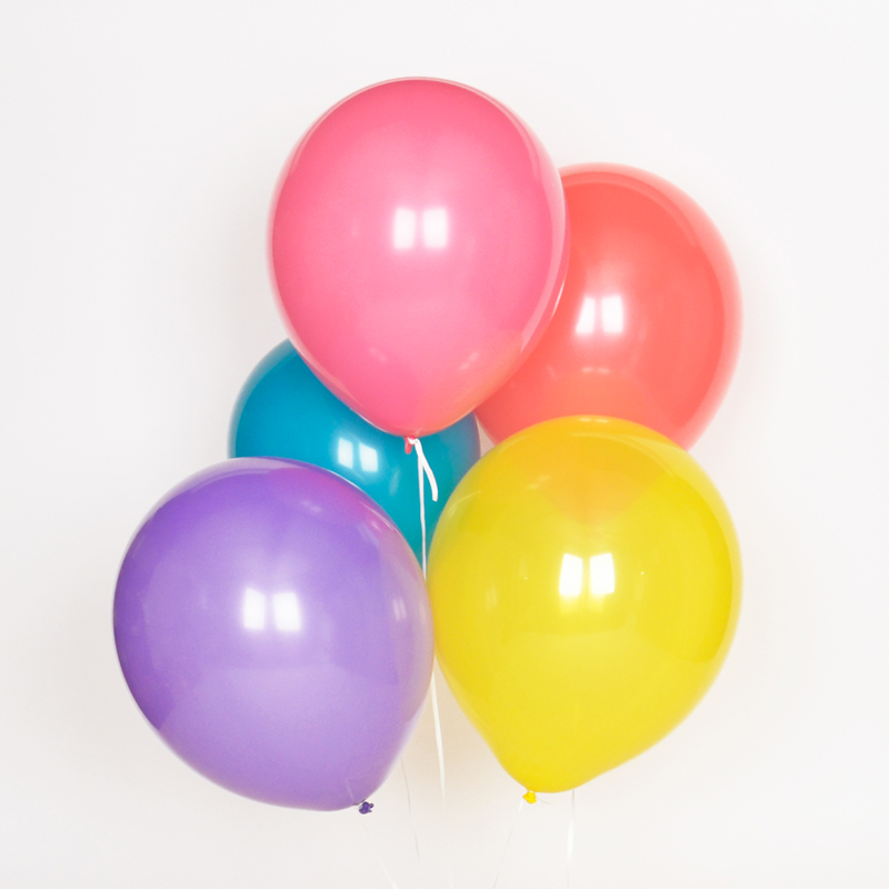 Pack of 10 balloons in assorted colours