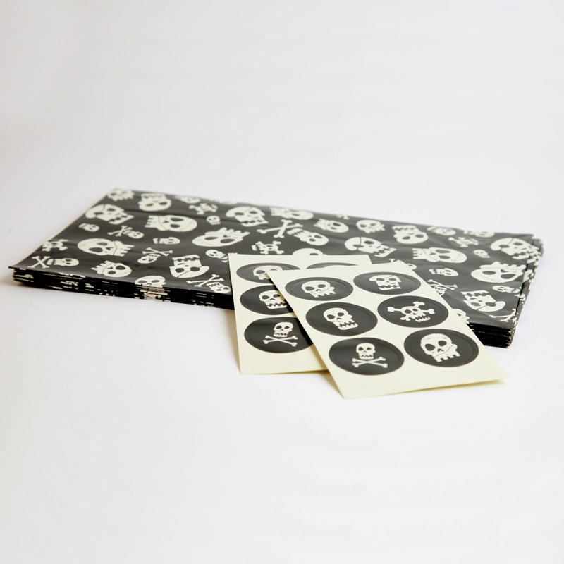 8 skull patterned paper party bags