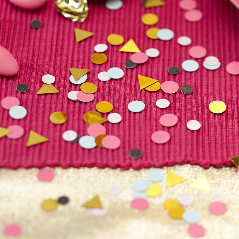 Table Confetti Dots