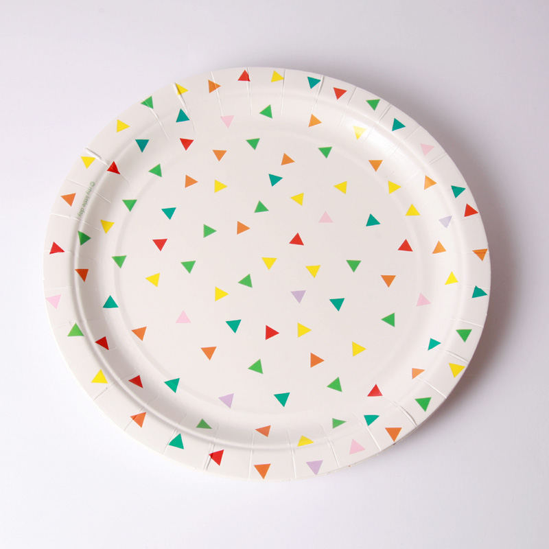 8 multicoloured triangle plates