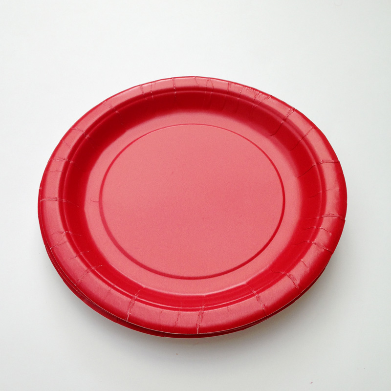8 red plates