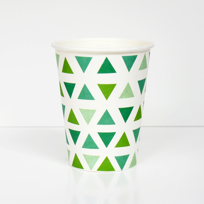8 green triangles cups