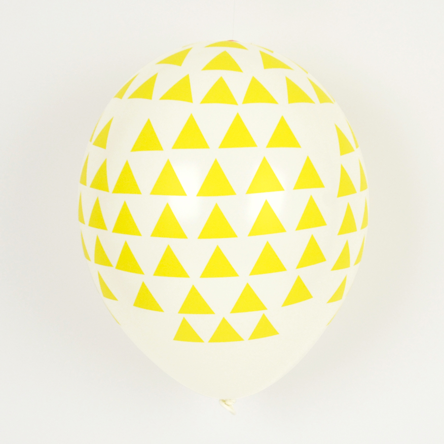 5 yellow triangles balloons