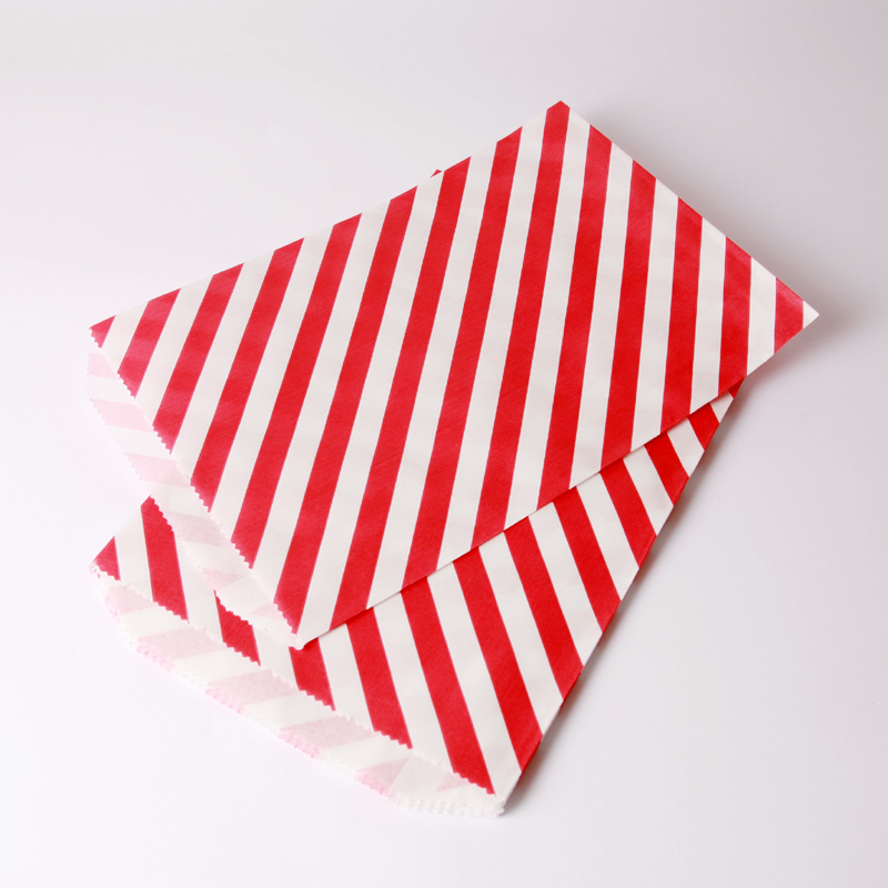 8 red paper striped party bags