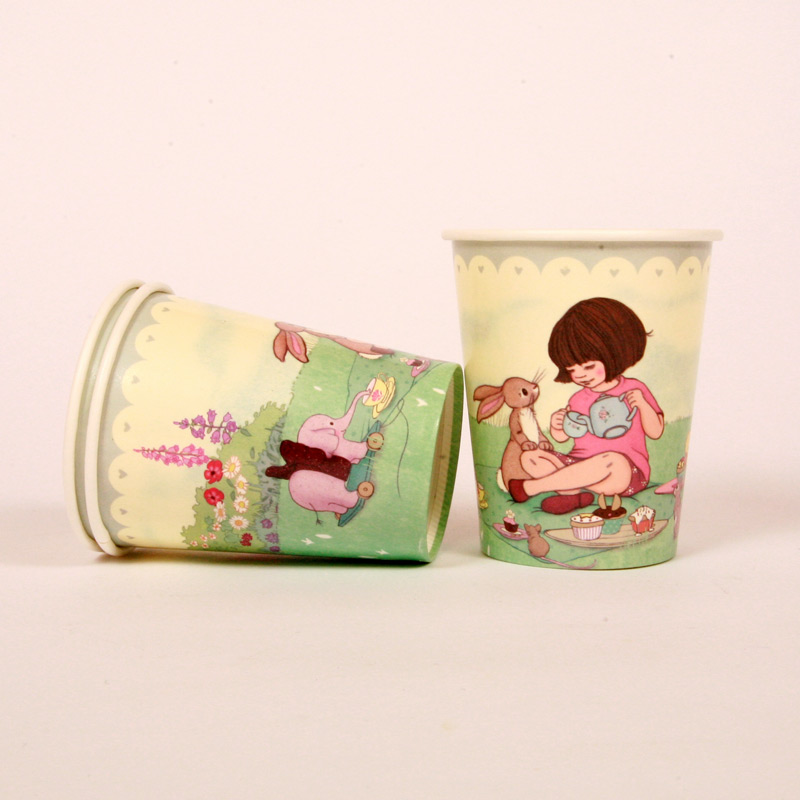 8 Belle and Boo picnic party cups